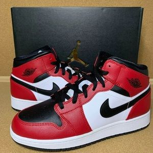 Nike Air Jordan 1 Mid (GS) Chicago Black Toe